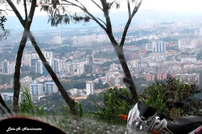 While San Gil is known for many sports, Bucaramanga is also great for paragliding. It´s a medium size city , so the view from above isn´t so big, but peaceful... ~ Enquanto San Gil é conhecida por muitos esportes, Bucaramanga também é ótima pra fazer parapente. É uma cidade de médio porte, então a vista de cima não é tão grandiosa, mas tranquilizadora...